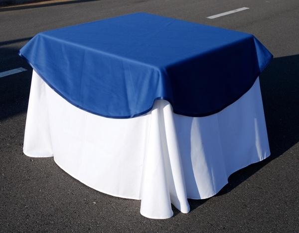 Alquiler mantel color blanco cubre mantel color azul,evento,catering,boda,Asturias,Llanes.