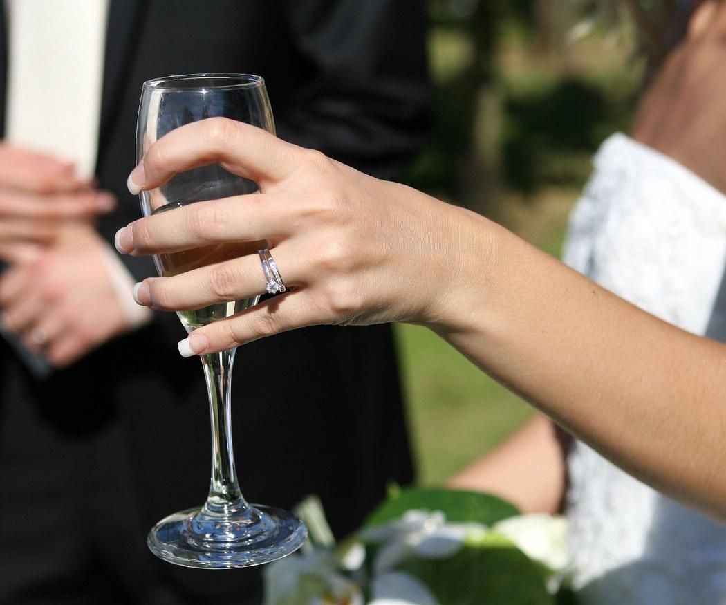 Ventajas de celebrar el banquete de boda en el jardín de casa