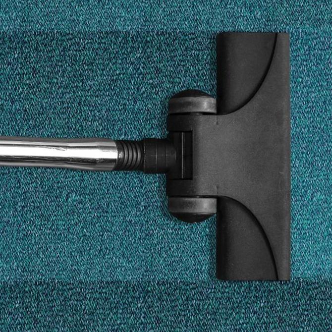 Cómo quitar manchas en sofás, colchas y alfombras
