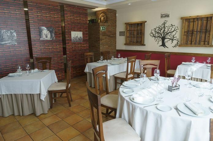 Menús Celebraciones 2019 - 2020: Nuestra Carta de Restaurante El Roble Hotel AB Arganda