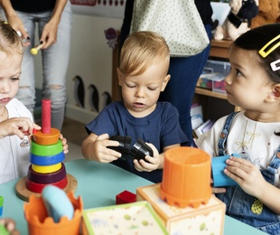 Beneficios de llevar a los niños a la escuela infantil