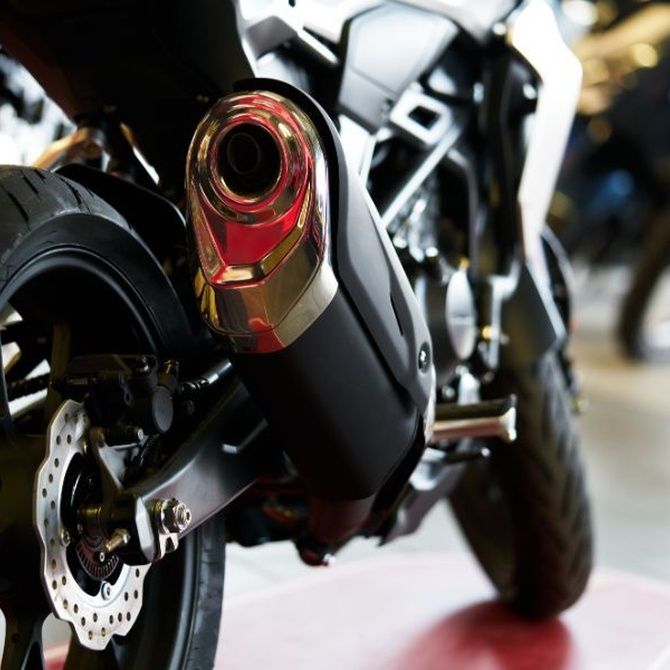 Los accesorios sin homologar pueden echar para atrás tu moto en la ITV