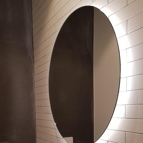 Espejo de baño retroiluminado. Cristalería Fomas