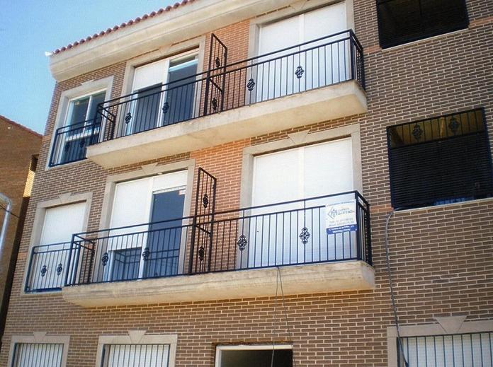 Oferta de conversión de ventanas de aluminio  abatibles a oscilobatientes.
