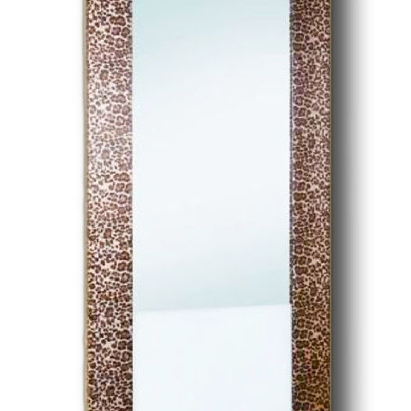 Tocador tapizado en leopardo