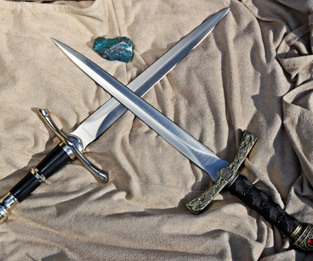 Descubre cuál es el origen del término 'arma blanca'