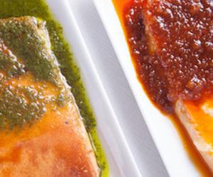 Quesos asados con mojos de cilantro y de chorizo de gran canaria con miel de palma