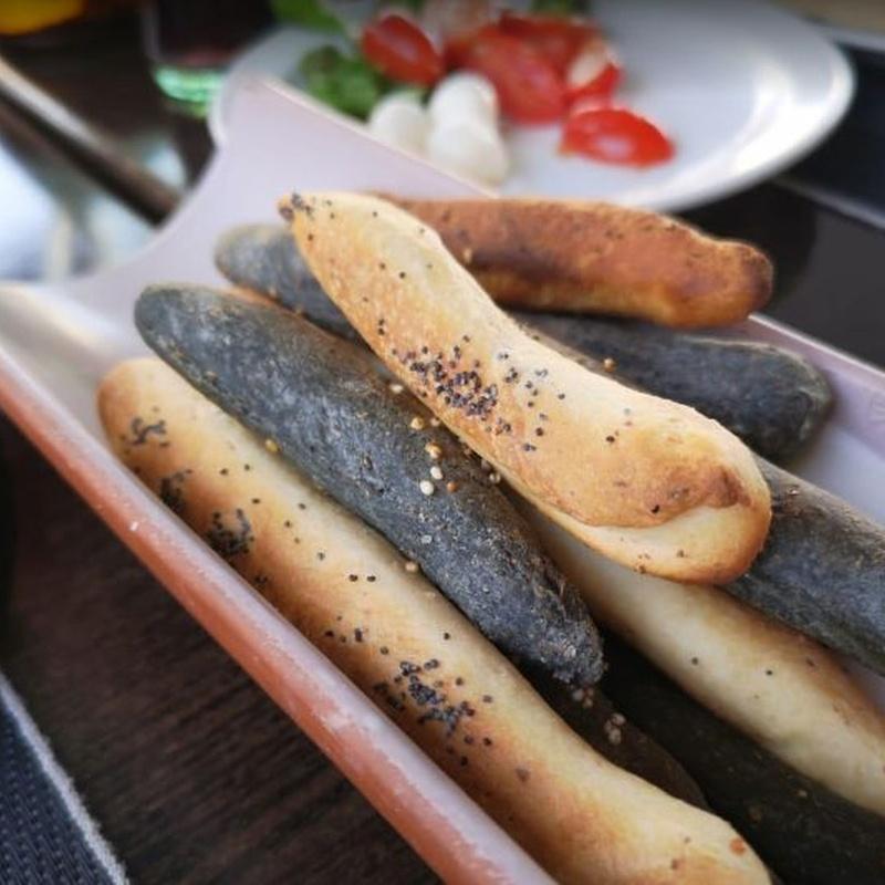 Pan y grissini: Carta de Rustico Pizza e Vino