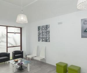 Sala de espera de la clínica dental Sanadent en Badajoz