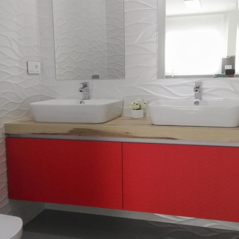 mueble de baño suspendido color rojo