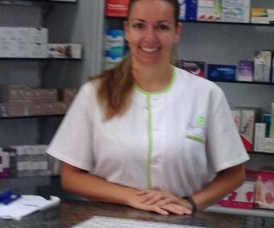 María: Titular de la farmcia