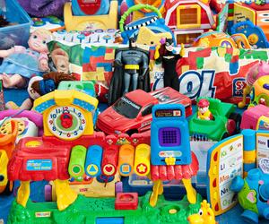 Recogida de distintos juguetes y enseres