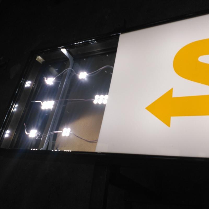 Iluminación de cajón luminoso mediante módulos LED
