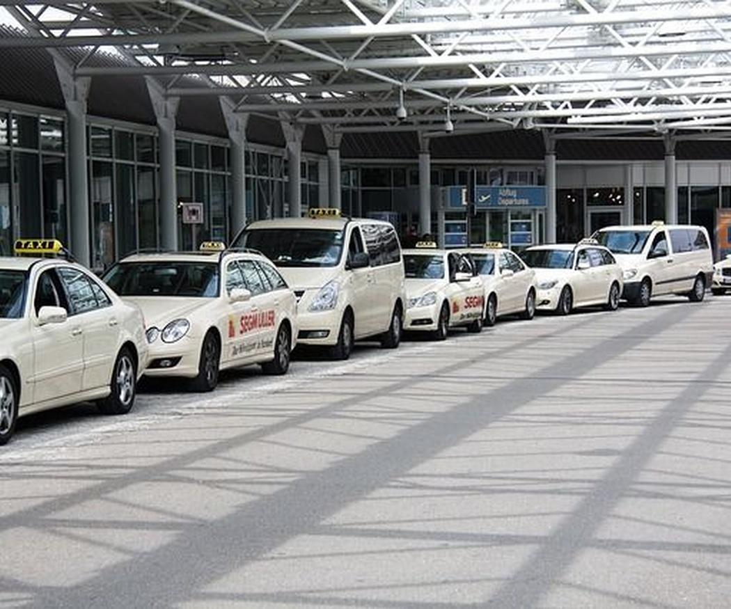 Cinco ventajas de viajar en taxi en verano