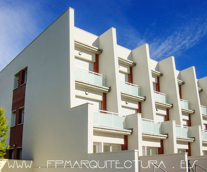 Project and Construction of Five Terrace Houses  www.architectsitges.com: Proyectos  architectsitges.com de FPM Arquitectura