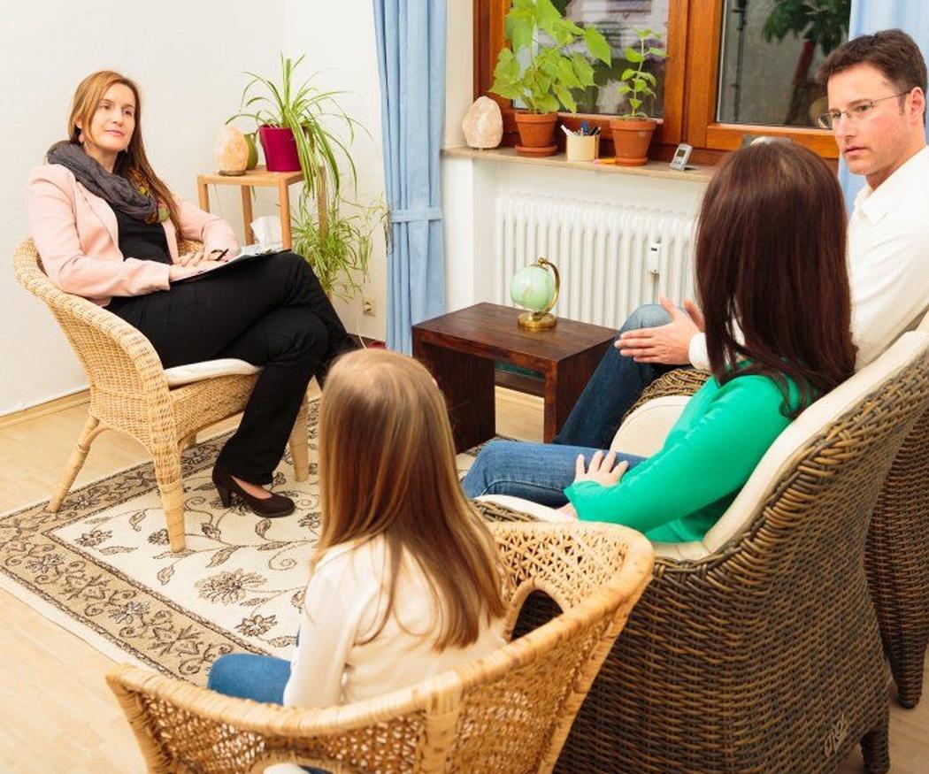 ¿Cuándo debo acudir a una terapia familiar?