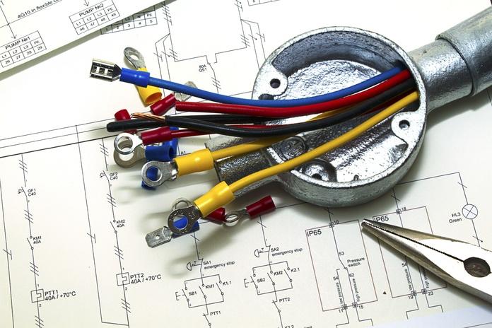 Averías eléctricas en general: Servicios de Instalaciones Cadiluz