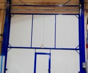 Puerta guillotina industrial automática de 2 hojas de panel en Paterna Valencia
