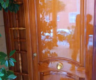 Arreglos de puerta de entrada de madera de mobila vieja en Alginet Valencia