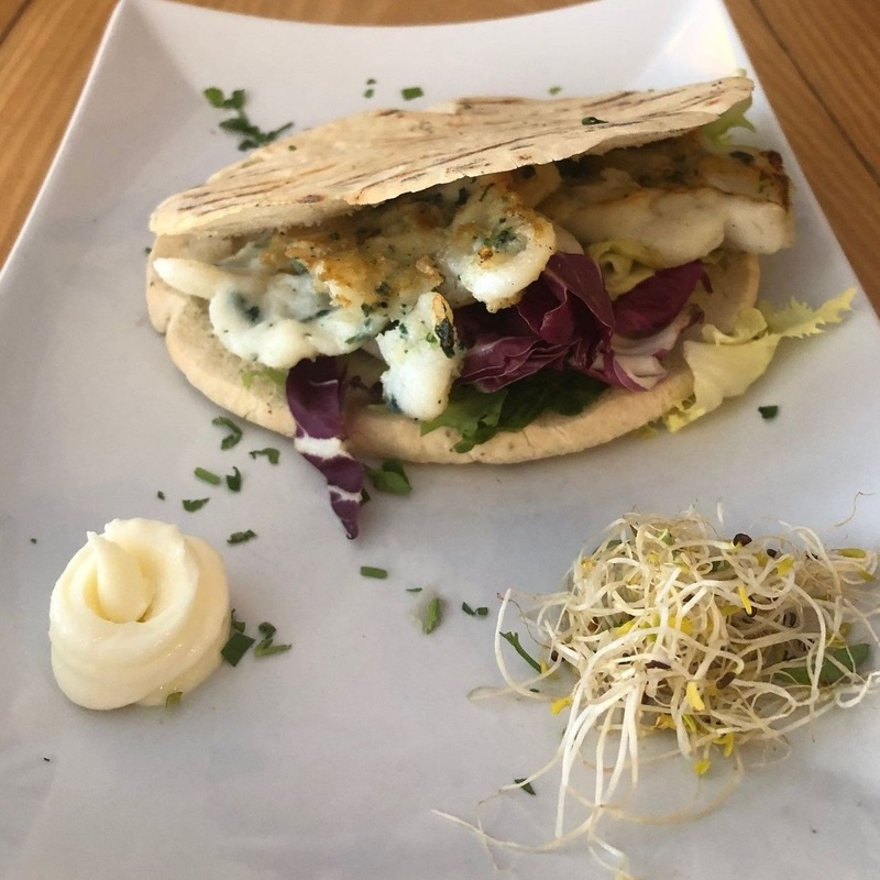 Cuttlefish Figatell (Valencian hamburger) on pita bread: MENU de Alquimia