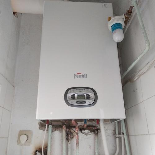 Cambio de caldera estanca de condensación y filtro de agua general de vivienda.