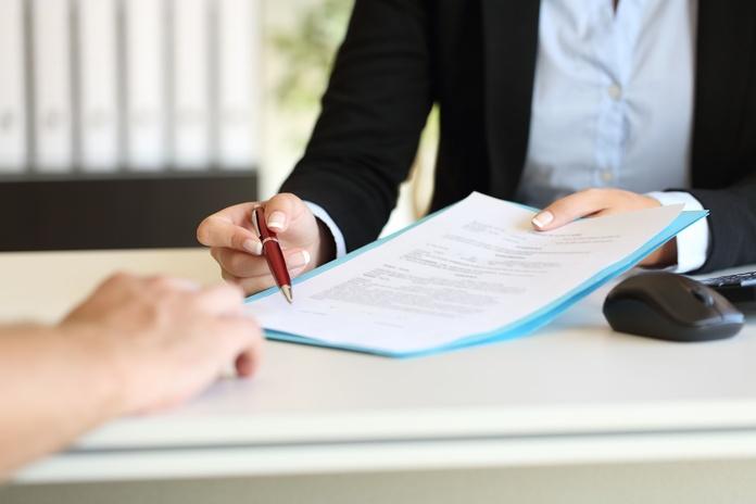 Confección y revisión de contratos y documentos: Servicios de Esmeralda Cuadro Palacios