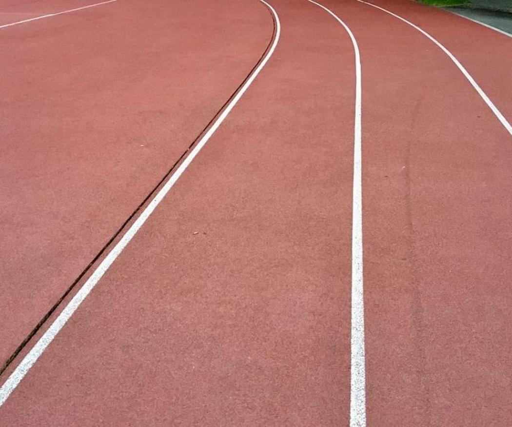 Limpieza y mantenimiento de pavimentos de caucho