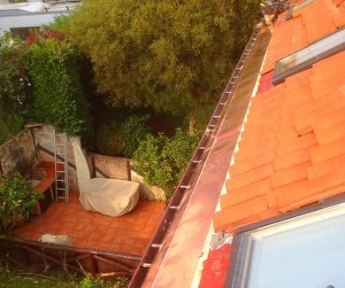 Instalación y limpieza de canalones o pesebrones con trabajos verticales Santander.