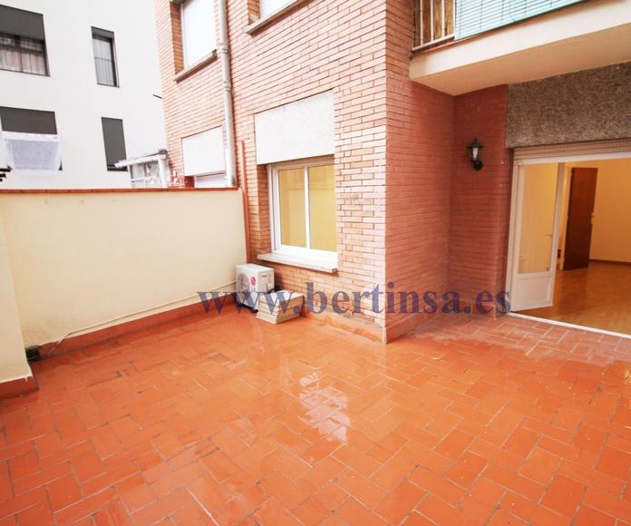 En venta apartamento de 85m2 mas terraza de 20m2 en Sants por 365.000€: Visita nuestras inmuebles de Bertinsa Real Estate, Investments & Sale Services