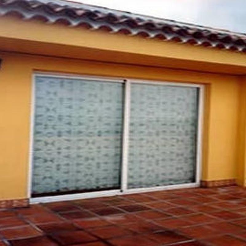 Puertas peatonales: ALUMINIO - PVC de ALUMINIOS CARPAL