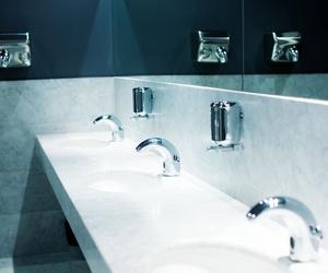 Muebles de baño, grifería y azulejos