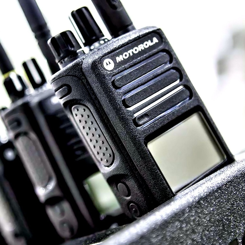 Motorola Walkie-Talkie Two-Way Radio: Productos y Servicios de STGlobal - Identificación y Etiquetado
