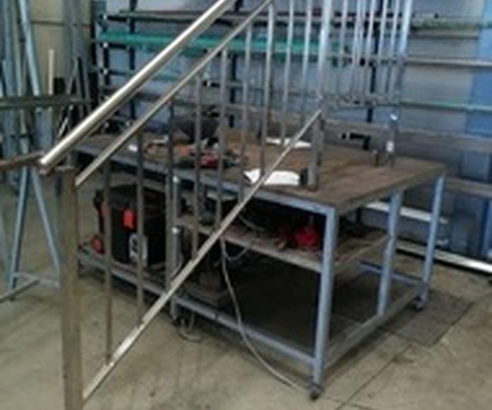 Barandilla de acero inoxidable con diseño de palillería