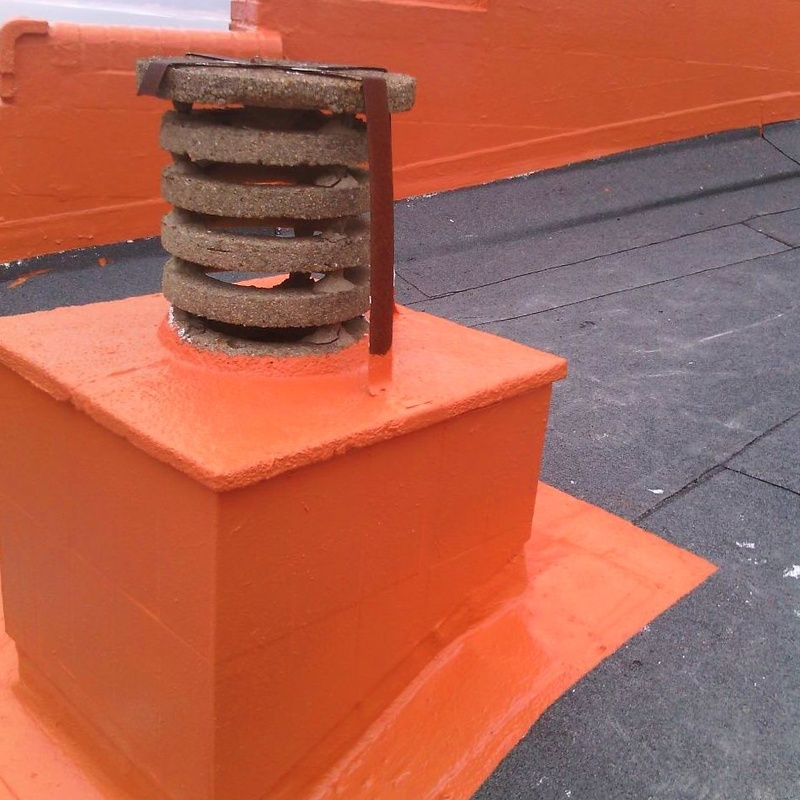 Impermeabilización de muros y cubierta con láminas asfálticas y fibra geotextil.