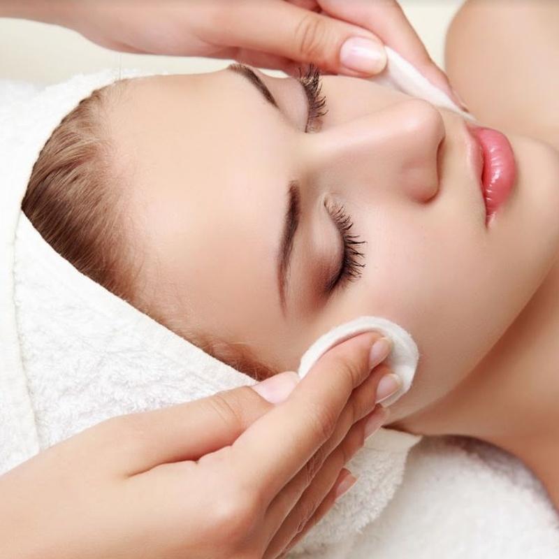 Higiene facial profunda: Servicios de belleza de Meraki Belleza
