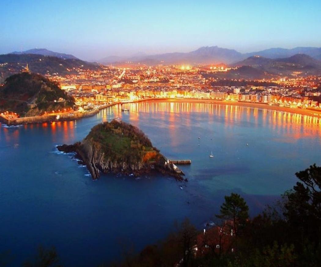 Descubre los secretos de San Sebastián a bordo de un barco
