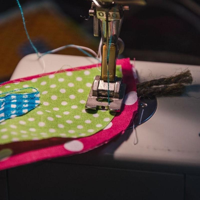 Cursos de máquinas de coser: Tienda y cursos de Mercería & Taller de Labores Inma