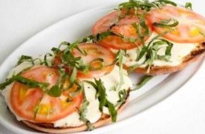 Pan con Tomate y Mozzarella: CARTA EL SEVILLANO de Restaurante Sevillano