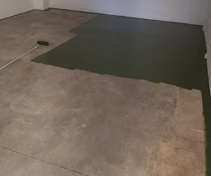 Aplicación de pintura acrílica en suelo Pinturas Adolfo Corral La Huerta Soria