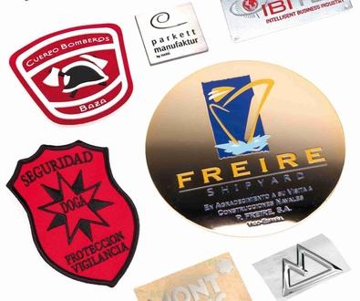 Nuevos modelos de placas, emblemas, etiquetas, adhesivos y parches de marcas.