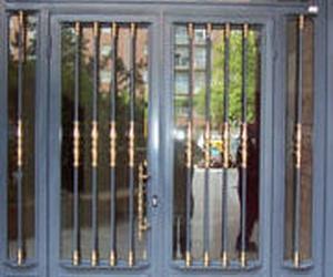 Puertas metálicas para portales Zaragoza