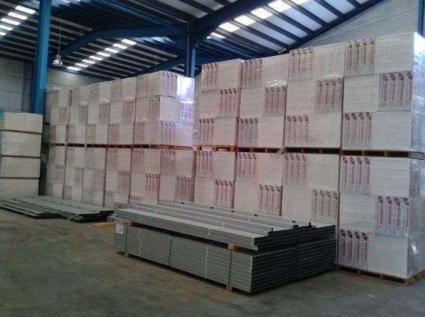 Distribución de placas de pladur y techos desmontables en Granada