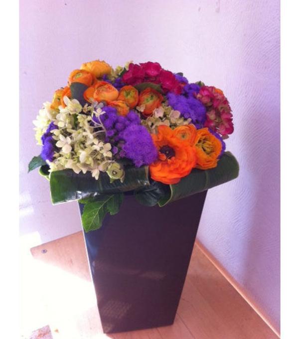 Centros de flores con bases de cerámica, latón...