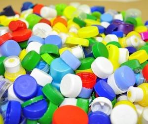 Fabricación de tapones de plástico