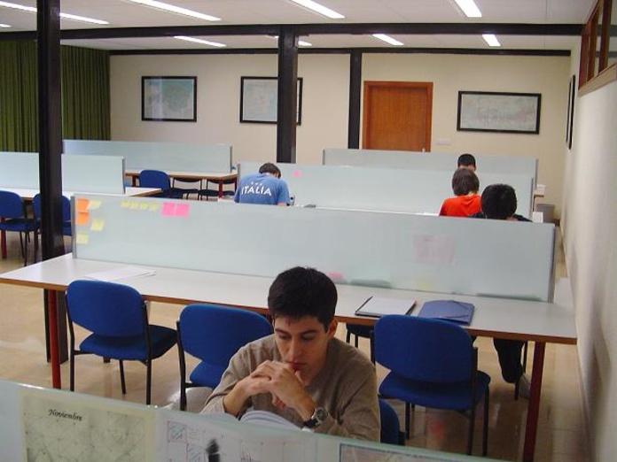 BIBLIOTECA: Alojamiento Universitario de Colegio Mayor Deusto