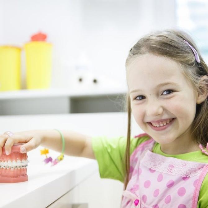 Evítales complejos a tus hijos con una ortodoncia invisible