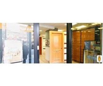Puerta acorazada KIUSO K100 Lisa Roble/Roble, instalada: ARMARIOS, PUERTAS Y TARIMAS de Gercar