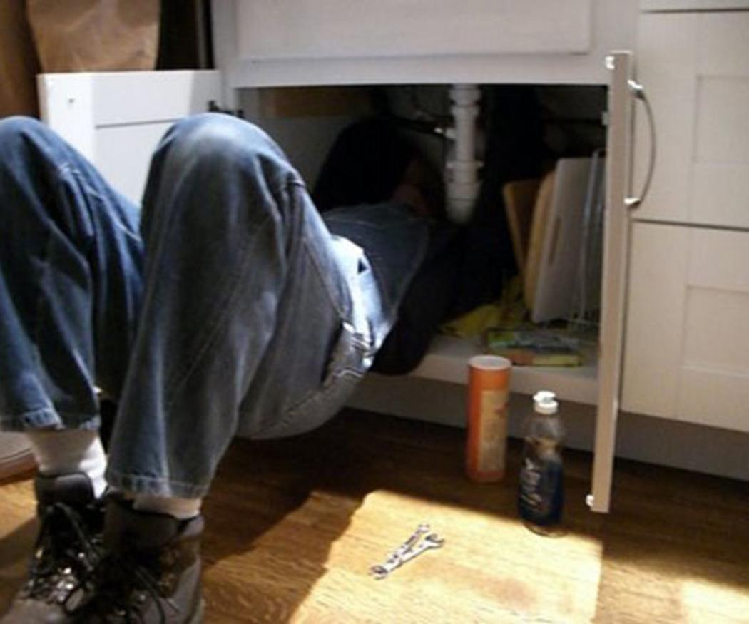 ¿Cómo solucionar el mal olor y el ruido de las tuberías?