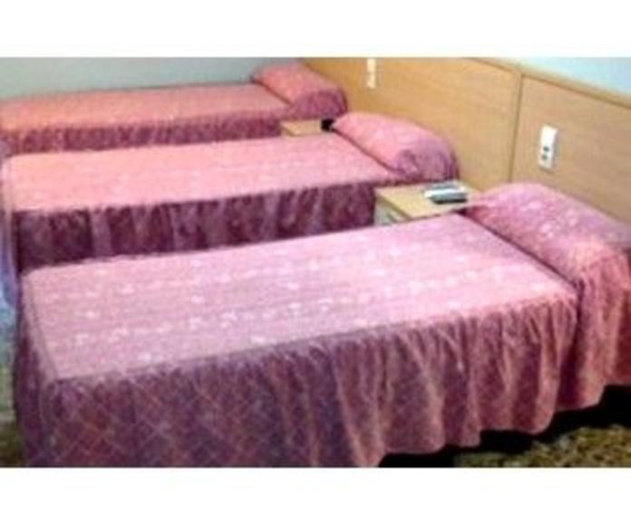Precio habitaciones Triples, y Cuadruples: Precios e Instalaciones de Pension Azai