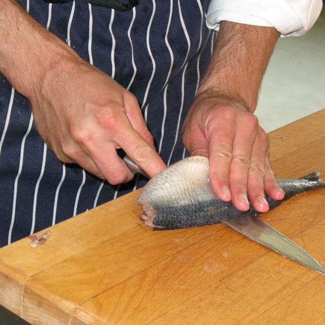 El delantal y chaquetilla en los cocineros